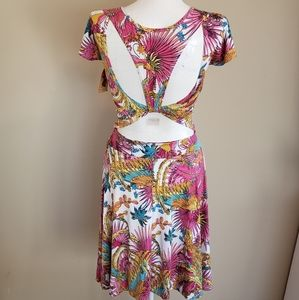 NWT Stretchy Floral Open Back DRESS Flowered S - M